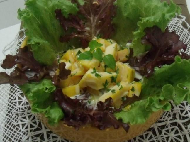 Salada de Alface e Manga ao Molho de Iogurte com Maracujá