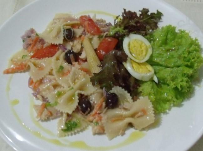 Salada de Salmão ao Azeite com Farfalle