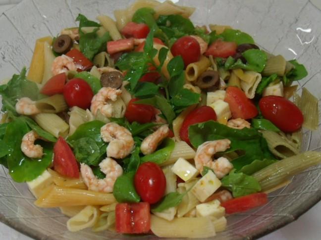 Salada de Rúcula com Penne e Camarão