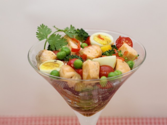 Salada na Taça com Salmão