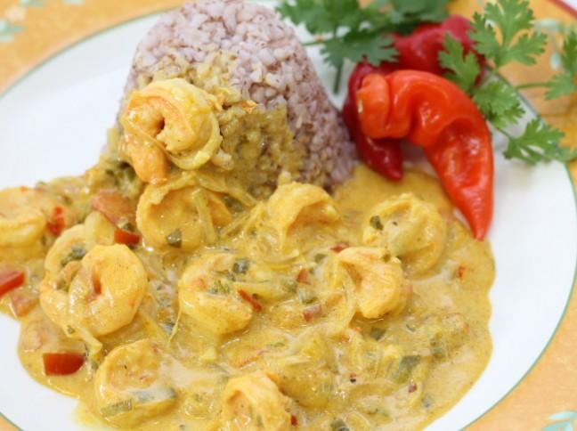 Camarão ao Curry com Manga e Arroz Vermelho