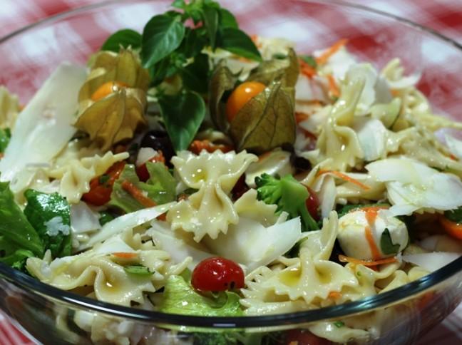Salada de Farfalle com Queijo de Cabra