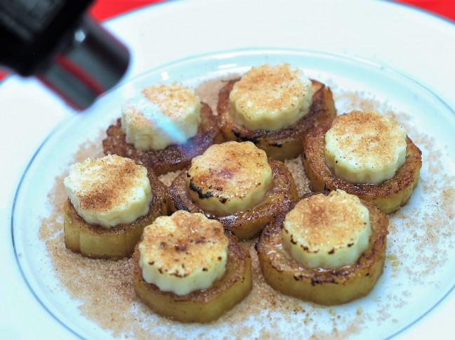 Cartola com Bananas em Rodinhas e Florzinhas de Queijo no Maçarico Culinário