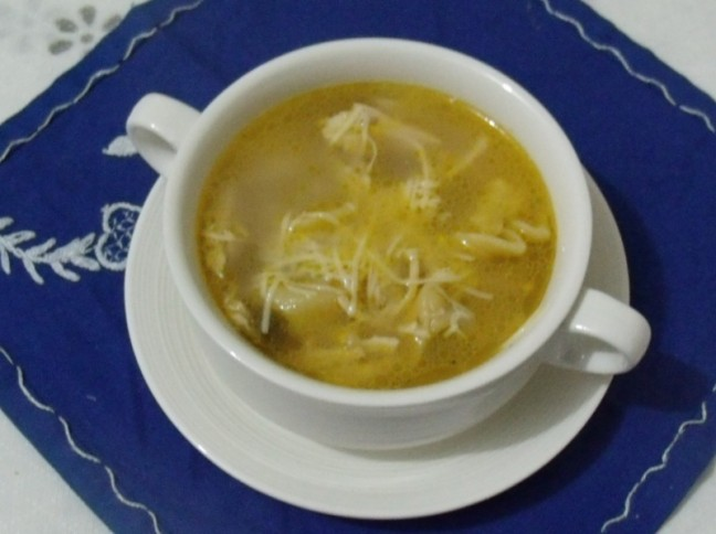 Sopa de Capeletti com Frango e Queijo Montanhês