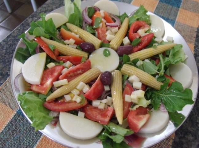 Salada de Pupunha e Minimilho com Molho de Mel e Mostarda