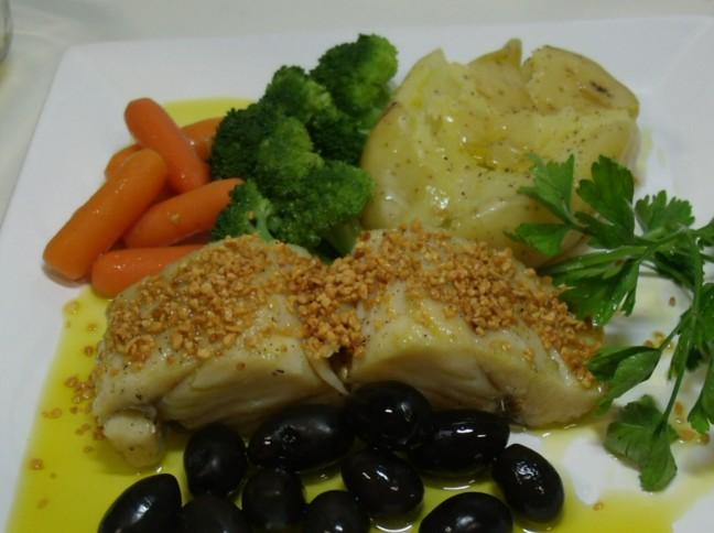 Bacalhau no Azeite com Batatas ao Murro e Legumes