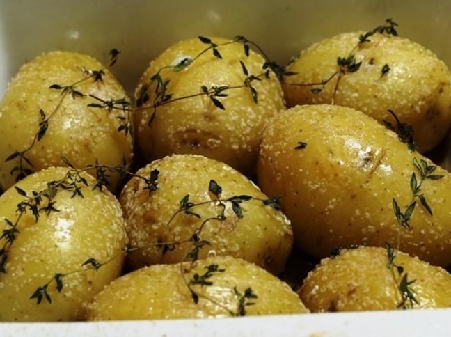 Batatas no Azeite com Sal Rosa e Tomilho Fresco